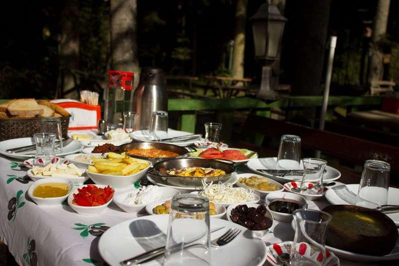 Abant kahvaltı mekanları içerisinde lezzetli ve kaliteli ürünlerimizle hizmetinizdeyiz. Abant Kahvaltı - Serpme Kahvaltı - Abant Park